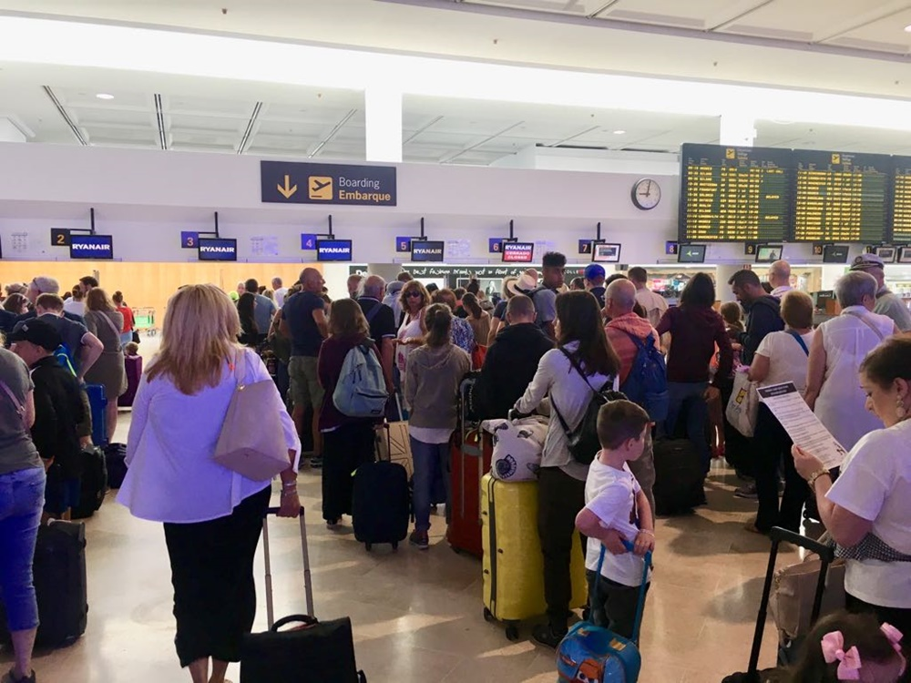 Ryanair celebra su segunda jornada de huelga con otros 200 vuelos cancelados